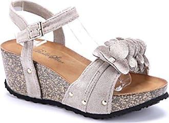 Schuhe mit keilabsatz und nieten