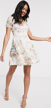 Lipsy Mini-Skater-Kleid aus Chiffon mit Lochstickerei und Blumenprint-Cremeweiß