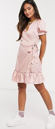 Qed London Rosa miniklänning i jacquardmönstrad satäng med omlott