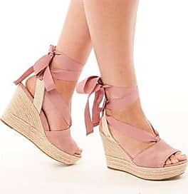 UGG wedge strappy sandal. These are perfect for summer and any vacation. Its tie fastening allows you to tighten or loosen the sandal as much as you like