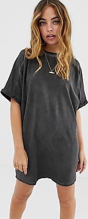 Asos Petite ASOS DESIGN Petite - T-Shirt-Kleid mit Rollärmeln und Waschung-Schwarz