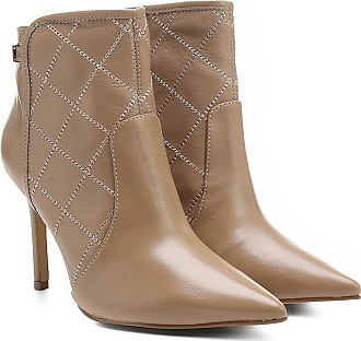 e5a6430fc3 Shoestock Bota Couro Shoestock Bico Fino Curto Matelassê Feminina - Feminino