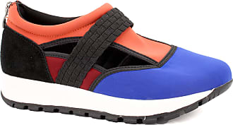 bernie mev. Womens Janelle Sneaker (Royal Blue Coral Wine, 7)