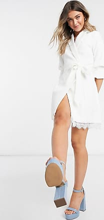 Little Mistress Elfenbeinfarbenes Kleid im Smokingstil mit Spitze-Weiß