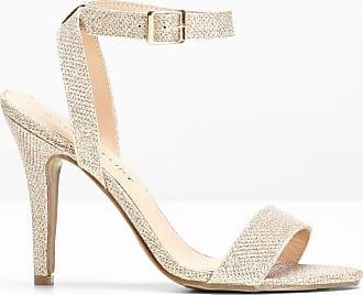 Sandali alla schiava: come indossarli per evitare cadute di