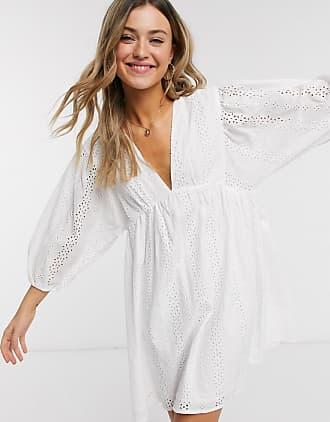 Qed London Babydoll-Kleid mit Lochstickerei in Weiß
