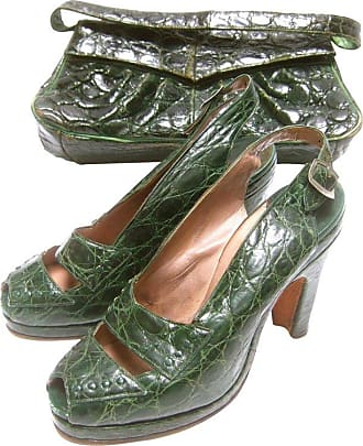 7cfbaaf96d62 Saks Fifth Avenue 1940s Green Alligator Handbag   Peep Toe Pumps Ensemble