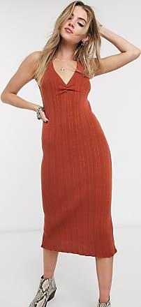 Clara Beige klänning i virkad look med volang nedtill