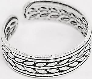 Kingsley Ryan toe ring in sterling silver with leaf detail