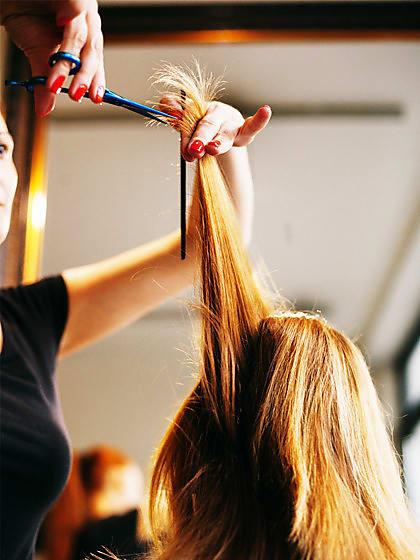 5 Gute Gründe Warum Du Deine Haare Ab Sofort Trocken Schneiden