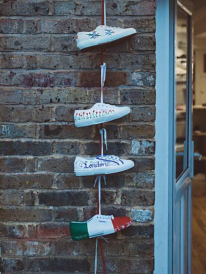 5 kreative Möglichkeiten deine weißen Sneaker aufzupeppen