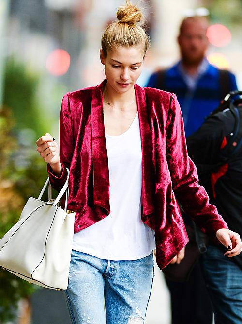 6da68da08df0 Il segreto è abbinare la giacca in velluto a capi freschi ed estivi come  t-shirt e jeans.