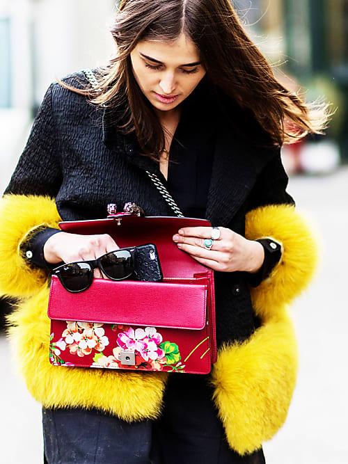 10 Dinge, die jede erfolgreiche Frau in ihrer Handtasche hat