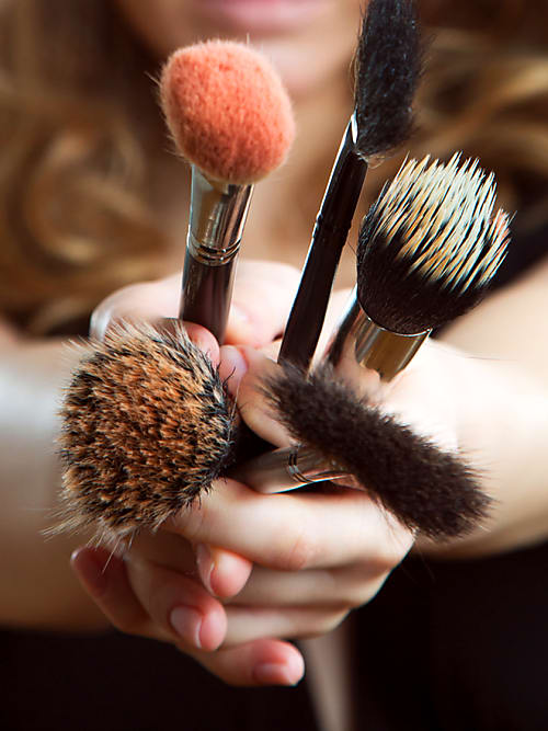 how to clean your makeup brushes, cleaning makeup brushes, homemade makeup brush cleaner, makeup brush cleaner, makeup brush cleaner diy, how to clean makeup brushes diy, diy makeup brush cleaner, how to clean makeup brushes, how to clean makeup brushes, clean brushes, makeup brushes, cosmetics, clean makeup, how long should you keep cosmetics, cleaning tips, pinterest hacks