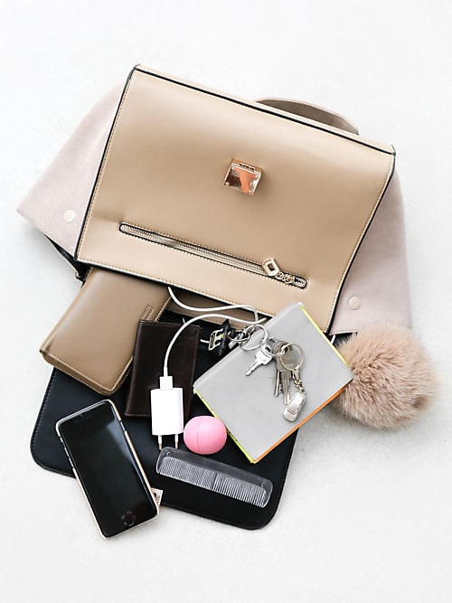 7 Dinge, die du unbedingt in deiner Handtasche haben