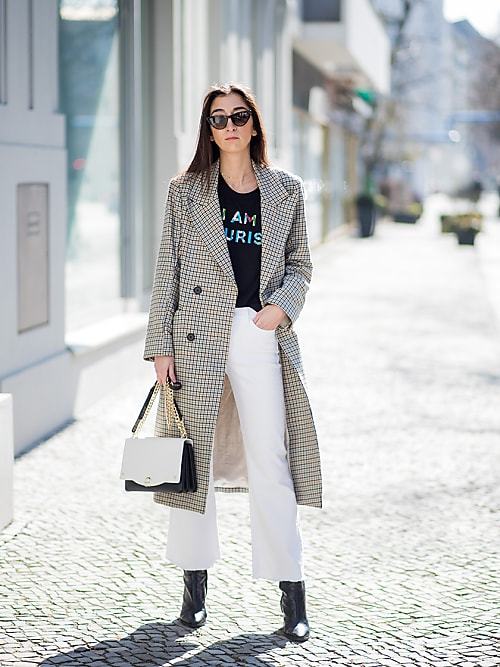 outfit con pantalone bianco