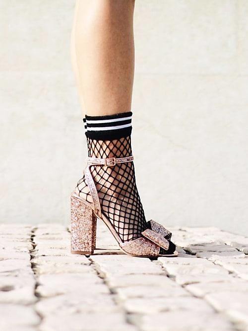 0a3fc347b5b Oserez-vous   le combo sandales + chaussettes cet été