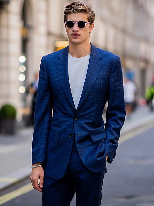 ein blauer anzug ist der anzug nr 1 stylight. Black Bedroom Furniture Sets. Home Design Ideas