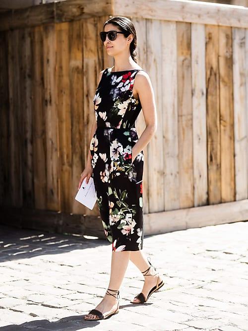 eb6d9d487416 La fashion insider Caroline Issa è elegantissima nell abito da giorno estivo  della linea che porta il suo nome creata a due mani con Nordstrom.