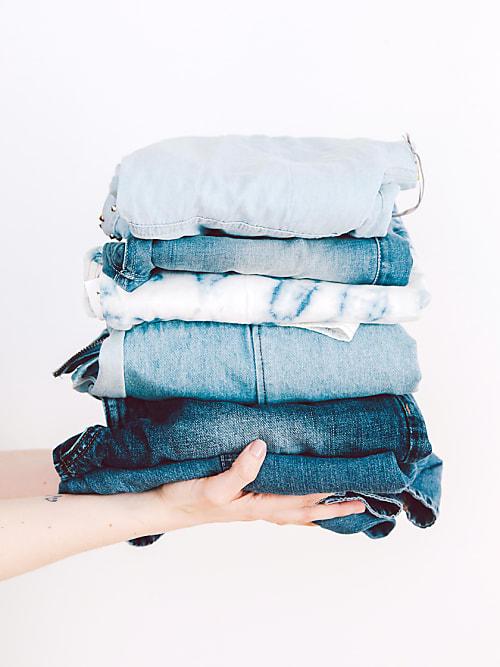 e63beaf685f Vi alla har minst ett par i garderoben - men hur får vi dom att vara så  länge som möjligt? Vi ger dig facit på hur man tar hand om dem på ...