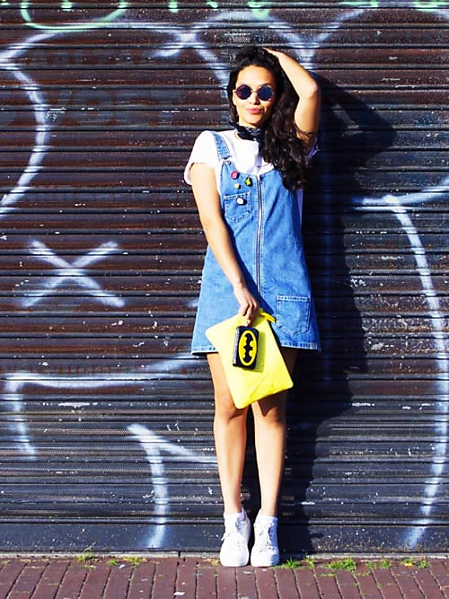 f95342cc9bc La blogueuse Lara Mallo opte pour une version salopette de la robe en jean.  Comme quand on était enfant