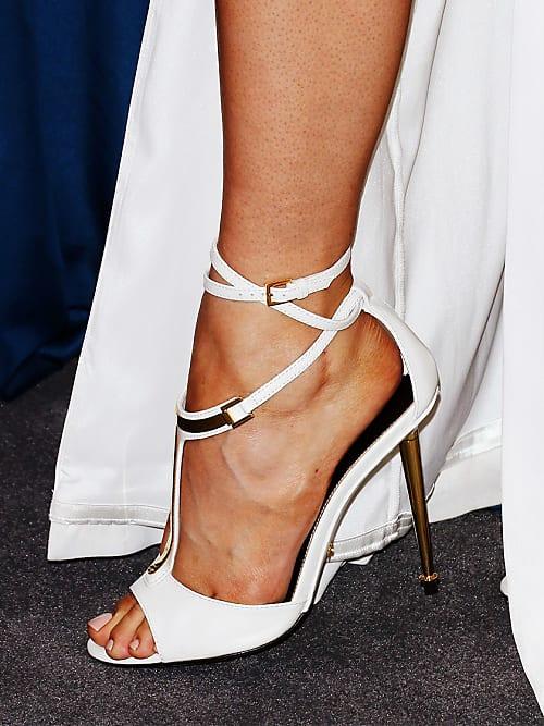 a3960febe900 Denn die Suche nach dem perfekten Paar Schuhe für den großen Tag ist  genauso schwierig, wie den passenden Mann fürs Leben zu finden (gut, ...