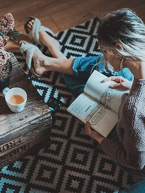 AuBergewohnlich Mit Einer Tasse Tee Und Einem Guten Buch, Wird Es Noch Gemütlicher Auf Dem  Teppich.
