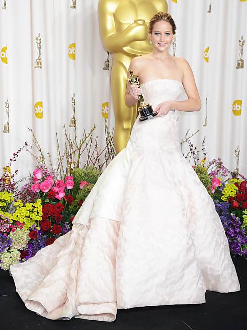 Teuerstes kleid der welt  Welches ist das teuerste Oscar-Kleid aller Zeiten?   Stylight