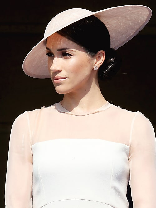 b14d82b0c630 Vestiti da sposa con cappello