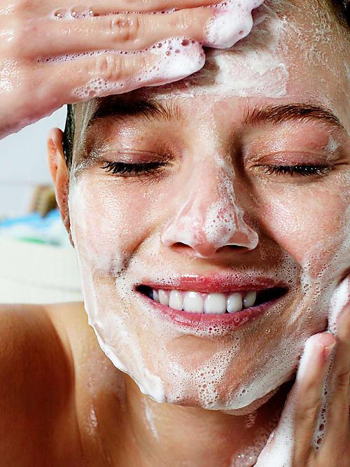 Der Trick Gegen Unreine Haut Reinigungsöl Für Unser Gesicht Stylight