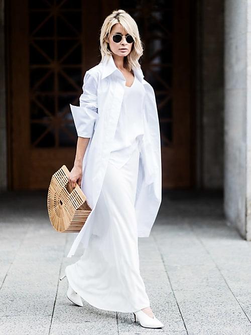 e8aac231d621 Il look impeccabile della fashion blogger Gitta Banko è giocato su capi  diverse lunghezze  la maxi gonna è abbinata alla camicia over e a un top  corto in ...