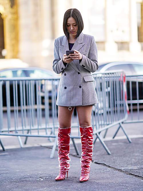 dc6e87d418684f Wie kombiniert man Stiefel zu Kleidern