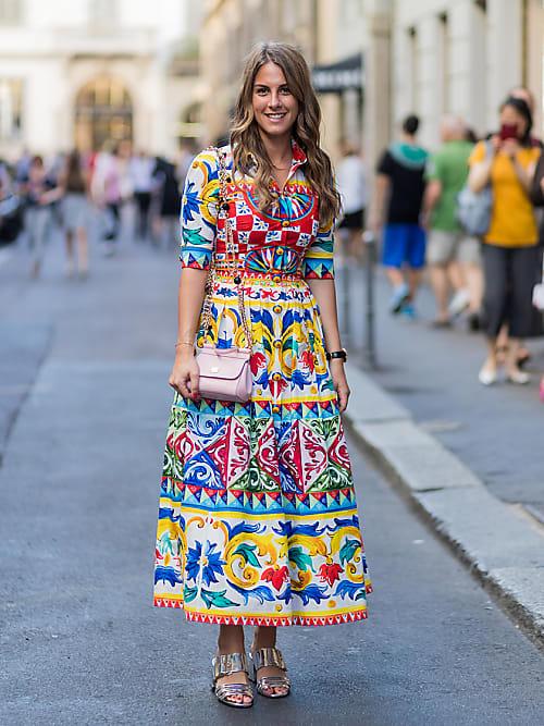 Come abbinare i colori dei vestiti  I consigli per ogni tono  052d17d2371
