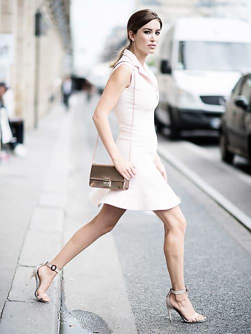 Puder rosa kleid welche schuhe