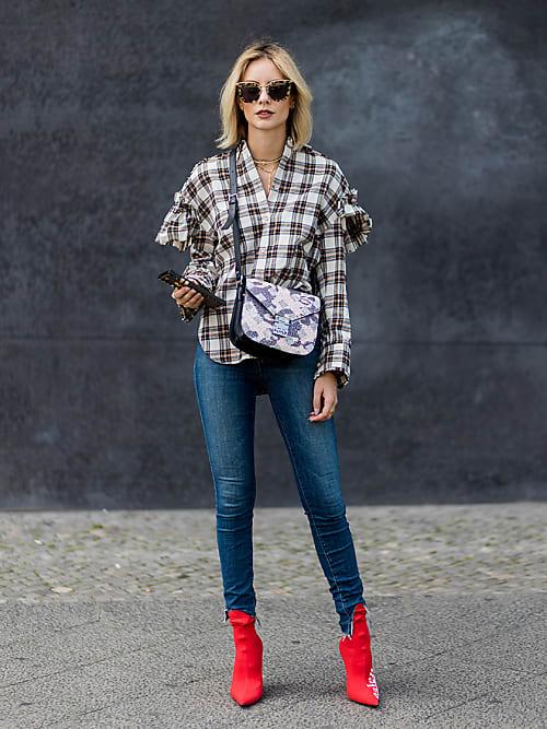 Skinny Jeans formen eine schmale Bein- Silhouette, da kann die Betonung  ruhig auf den Schultern sein. Das Styling ist perfekt, wenn du etwas  breitere Hüften ... 37fc1f153c