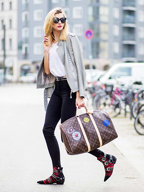 b6fe8488c0946 Una combo che non passa mai di moda e si adatta a tutte le stagioni  gli  skinny jeans e gli ankle boots vanno sempre d accordo. Che arrotoliate la  tela ...