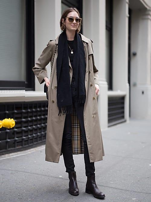 Lleva El Look De Las Parisinas Gabardina Y Jeans Stylight