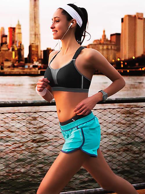 Ohne BH joggen - welche Folgen kann das haben?