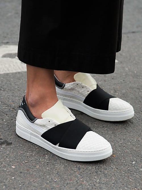 Är du trött på strumpor som inte passar till skorna men samtidigt lika  trött på skavsår och illaluktande fötter  Med våra 5 tips så kan du  äntligen gå bar! b6208194362ce
