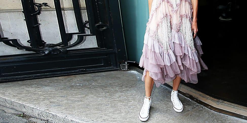 Sneaker Outfits: Angesagte Sneaker Looks zum Nachstylen