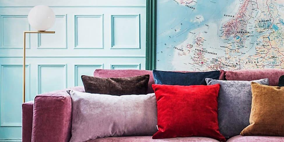 Come decorare la parete dietro divano 10 idee stylight for Decorare parete dietro divano