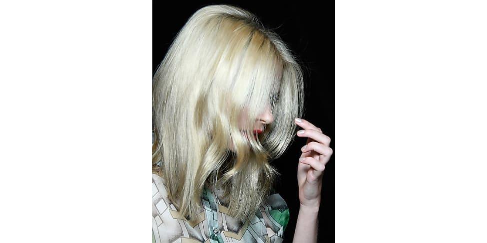 Dauerwelle bei blondiertem haar