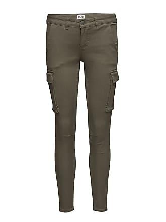 gröna byxor med fickor på sidan