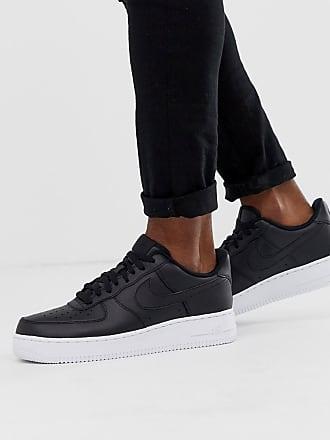 finest selection 28494 d0f8e Nike Air Force 1 07 - Svarta sneakers med vit sula - Svart