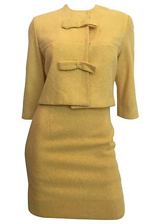 38224a0519be9 1stdibs 1960s Jackie O Mod Style Butter Yellow Knubby Knit 2 Piece Skirt  Suit