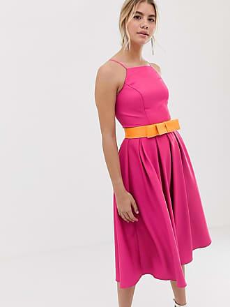 fa24bb19f Chi Chi London Vestido de graduación tipo pichi con cinturón en contraste  en rosa de Chi