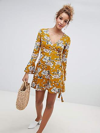 b18ea162b9ae Qed London Vestito floreale a portafoglio con maniche svasate - Giallo