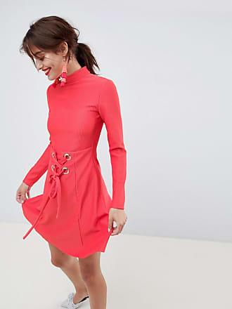 26392b98b45 Asos ASOS Premium - Robe patineuse courte côtelée avec col montant et effet  corset - Rouge