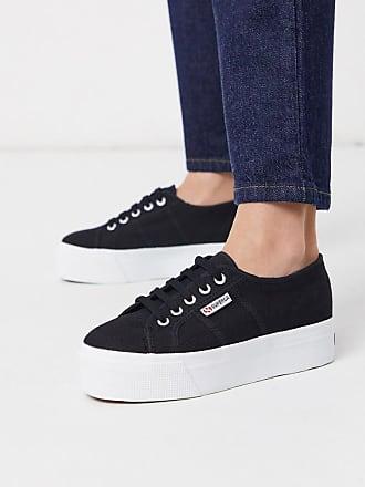 Superga 2790- Sneaker mit flacher Plateausohle in Schwarz auf Weiß, 4 cm