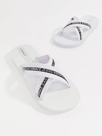 affd19dda41 Versace Jeans Couture Chanclas con diseño cruzado y logo en blanco de  Versace Jeans